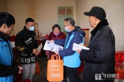 扬中长江拥军社慰问新兵家庭