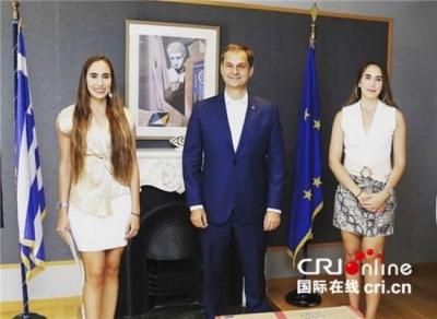 致力于中希文化交流的希腊姐妹花 祝福中国朋友牛年大吉