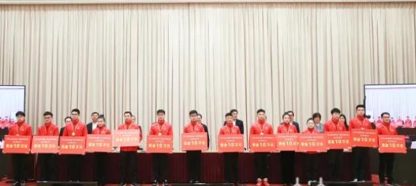 """镇江全国技能大赛金牌选手徐寅被授予""""江苏工匠""""等称号"""