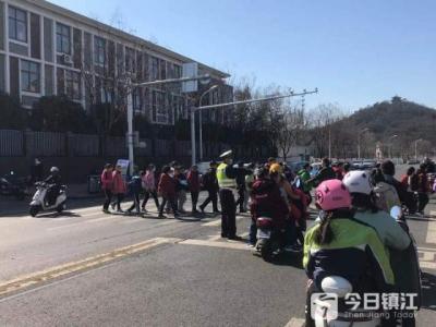 节后镇江市区交通渐趋繁忙 交警部门的对策来了