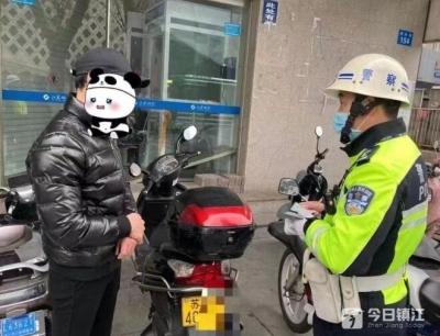 """套牌摩托车怕被盗 监控探头下寻""""保护"""""""