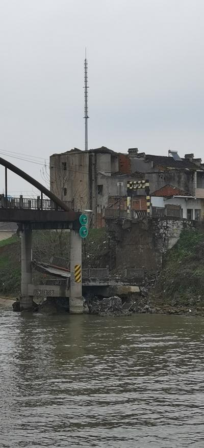 導墅鎮黃埝橋凌晨發生坍塌  致2人死亡 3人受傷