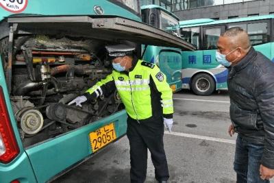 倾力护航 镇江交警圆满完成2021年春运交通安保工作