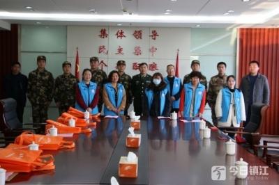扬中长江拥军服务社慰问新兵