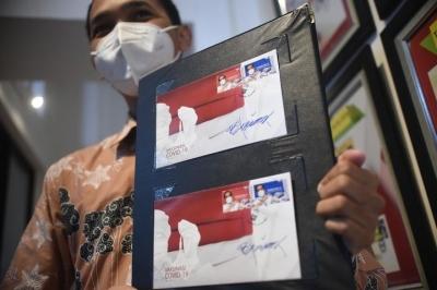 全球连线丨这个国家把总统接种中国疫苗印在了邮票上
