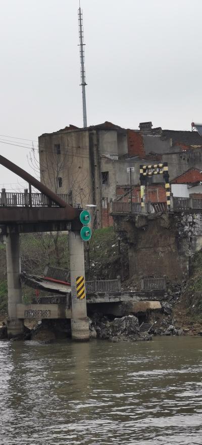 导墅镇黄埝桥凌晨发生坍塌 致2人死亡 3人受伤