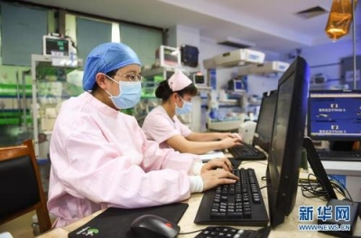 为什么儿科医生紧缺?一个民生问题引发代表热烈讨论