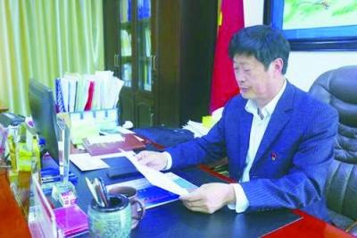 """让""""唐陵苗木""""成就亿元村 ——记""""十佳村书记""""刘树安"""