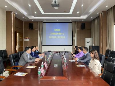 校地合作谱新篇 镇江市人才工作站电子科技大学站成功揭牌