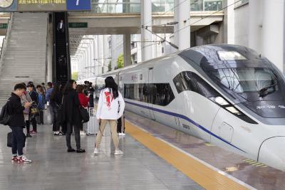 清明小長假鐵路旅客發送量預計18萬人次   鐵路增開多趟列車滿足旅客需求
