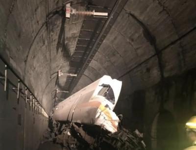 臺鐵出軌事故已致54人遇難,旅客回憶事發驚悚瞬間