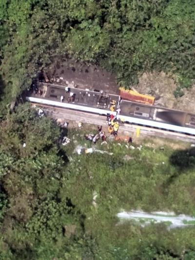 滾動 | 臺鐵列車出軌事故:目前已致54人死亡 最小僅6歲