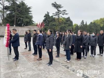 鎮江國壽開展清明祭掃主題黨日活動