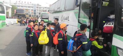 公交开通定制专线服务  新能源公交车广受欢迎