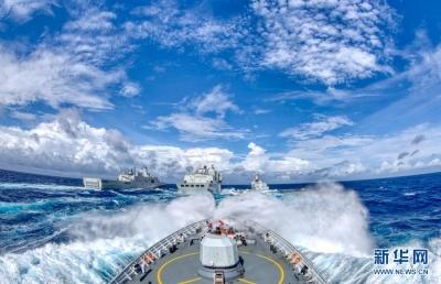 踏浪蹈海向党旗报告——写在人民海军成立72周年之际