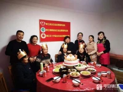 感谢有你们!志愿者为独居失独老人举办庆生活动