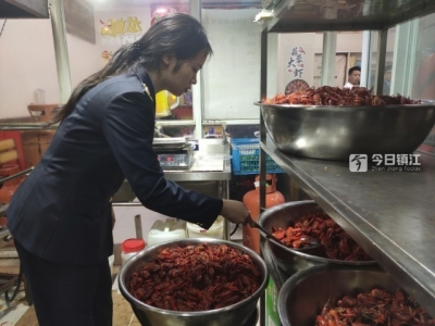 夏天了,龙虾肉串安全吗?执法人员突击抽检