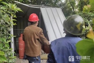 违建铁皮棚存放液化气罐  街道及时助拆去隐患