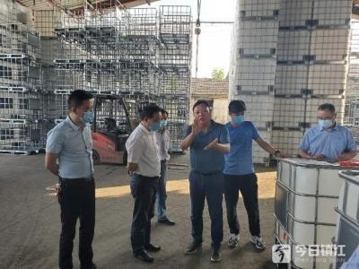 """镇江市地产经营有限公司党支部开展""""进社区,我为群众办实事""""主题活动"""