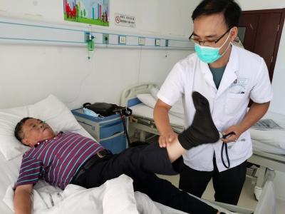 暖心!三无老人生病,社区、医院接力救助