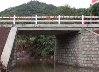 句容石巷桥出现裂缝 公路部门加固保安全