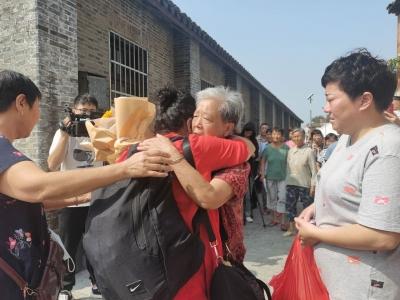 64年后的这个中秋节,她终于回到老家与亲人团圆……