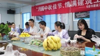 情暖中秋!党员志愿者与外来务工者合做月饼