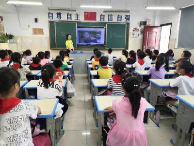 丹阳正则小学:晨会课上学党史,为儿童涂抹精神成长的底色