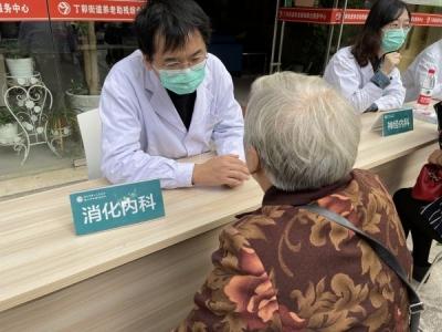 世界卒中日 | 镇江四院联合丁卯社区开展义诊健康科普活动