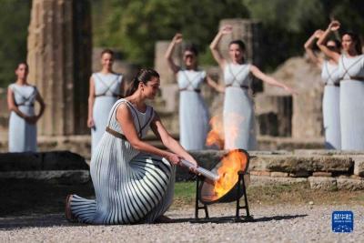 新华全媒+ 北京冬奥会火种在希腊成功点燃