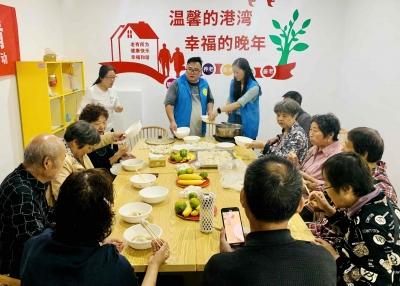 社区老人共度重阳节
