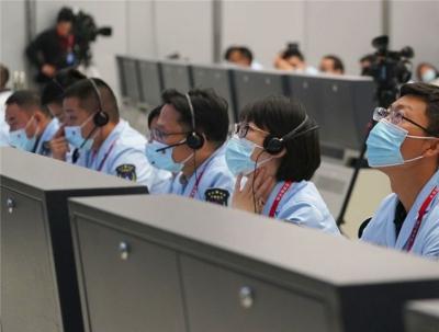 新华全媒+丨神舟十三号载人飞船与空间站组合体完成自主快速交会对接